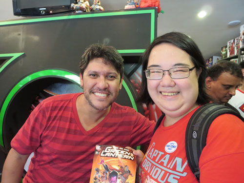 With Ivan Reis! Excuse the stupid smile, I was more than a little starstruck